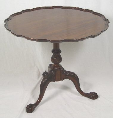 20: MAHOGANY CHIPPENDALE STYLE PIECRUST TABLE