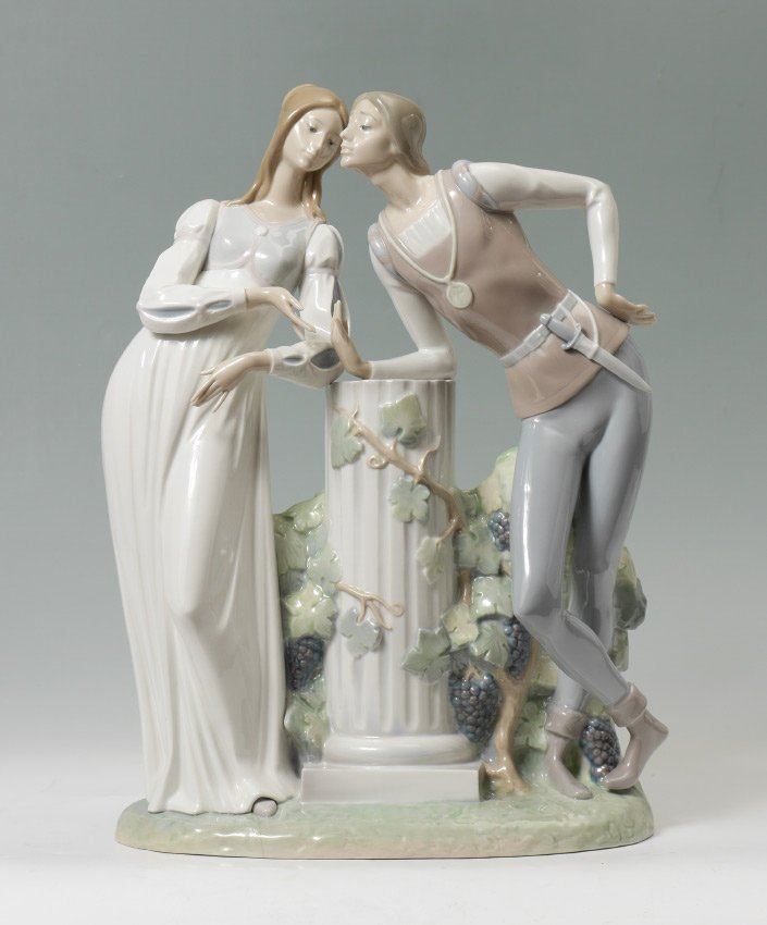 LLADRO PORCELAIN FIGURINE ROMEO AND JULIET #4750