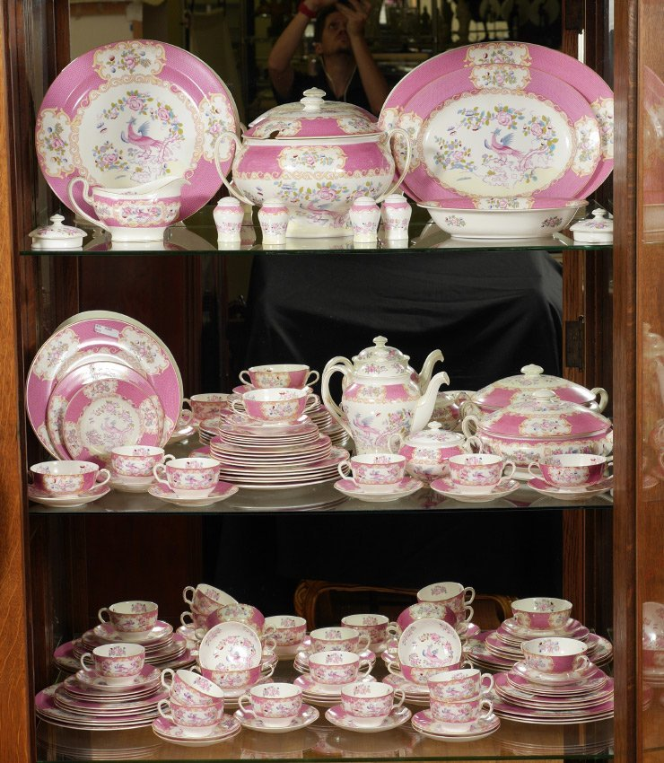MINTON PINK COCKATRICE CHINA DINNER SERVICE