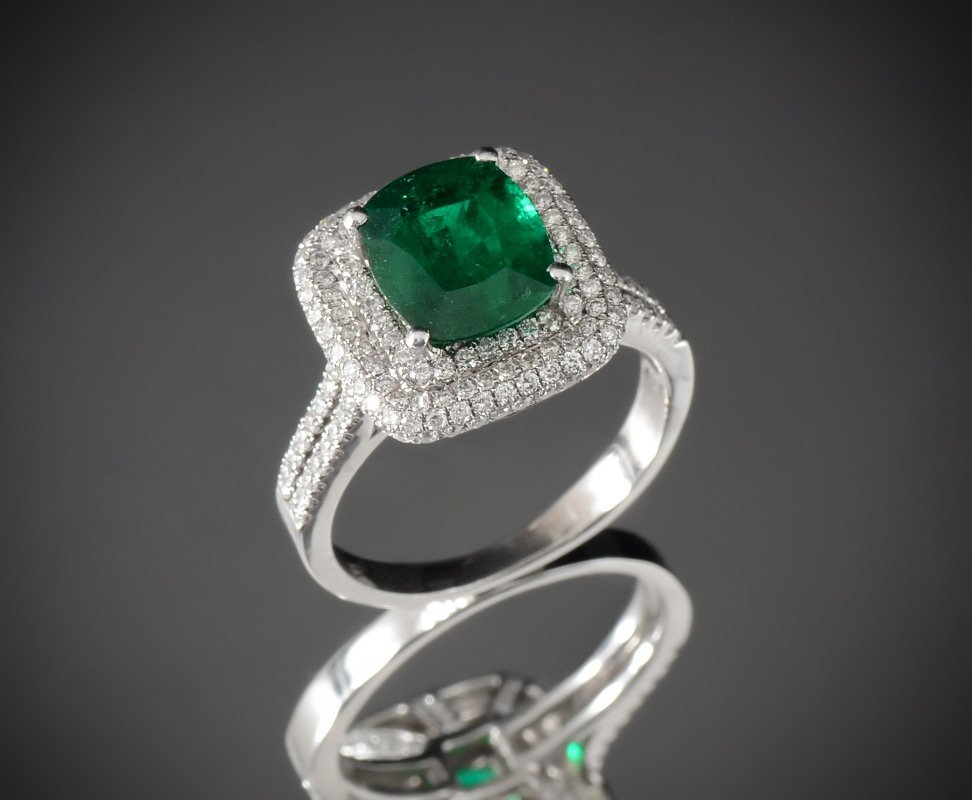 4.25CTW EMERALD & DIAMOND RING IN 18K WHITE GOLD