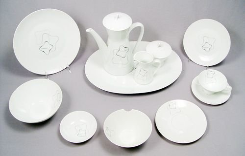 1050: ROSENTHAL FINE CHINA IN THE LINEAR PATTERN