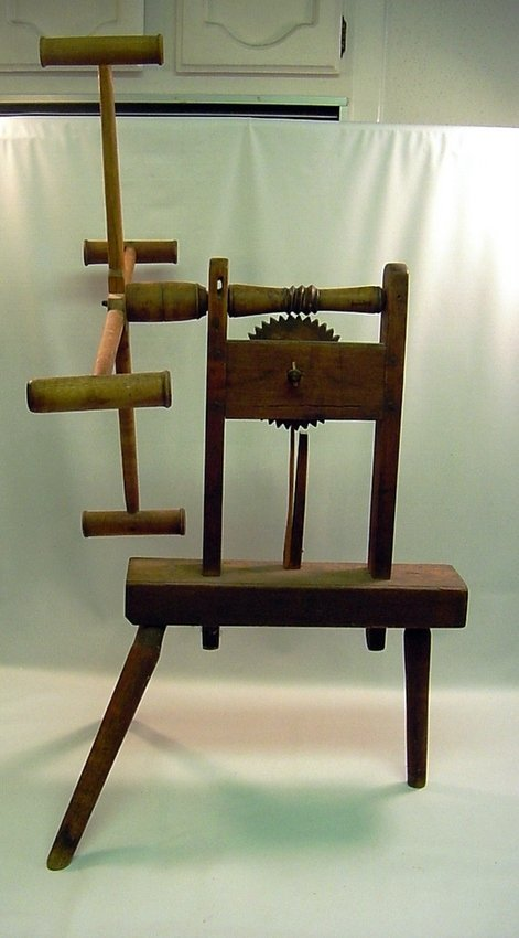Antique Wood Spinning Wheel Spinner's Weasel - 2