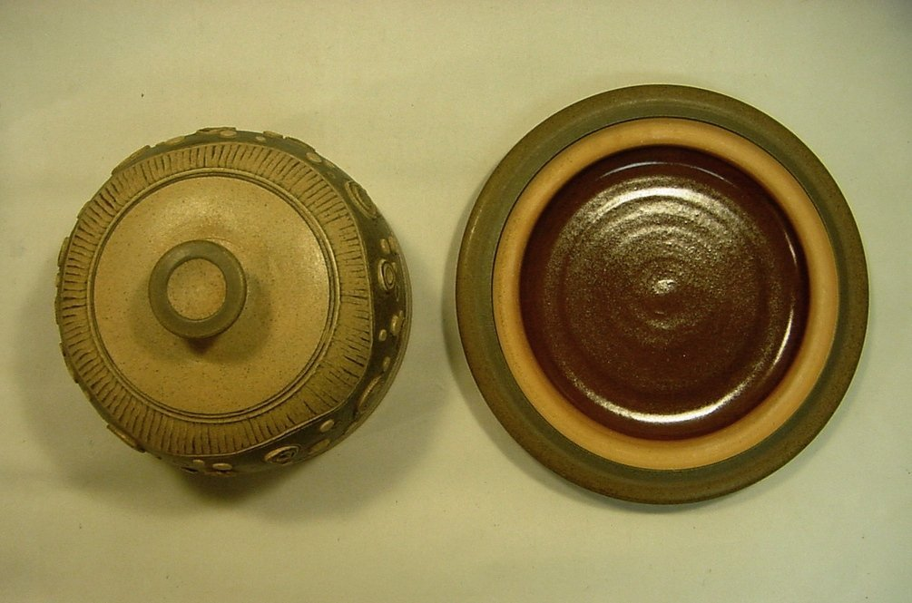 1974 Early James E Sanders Pottery Covered Dish - 4