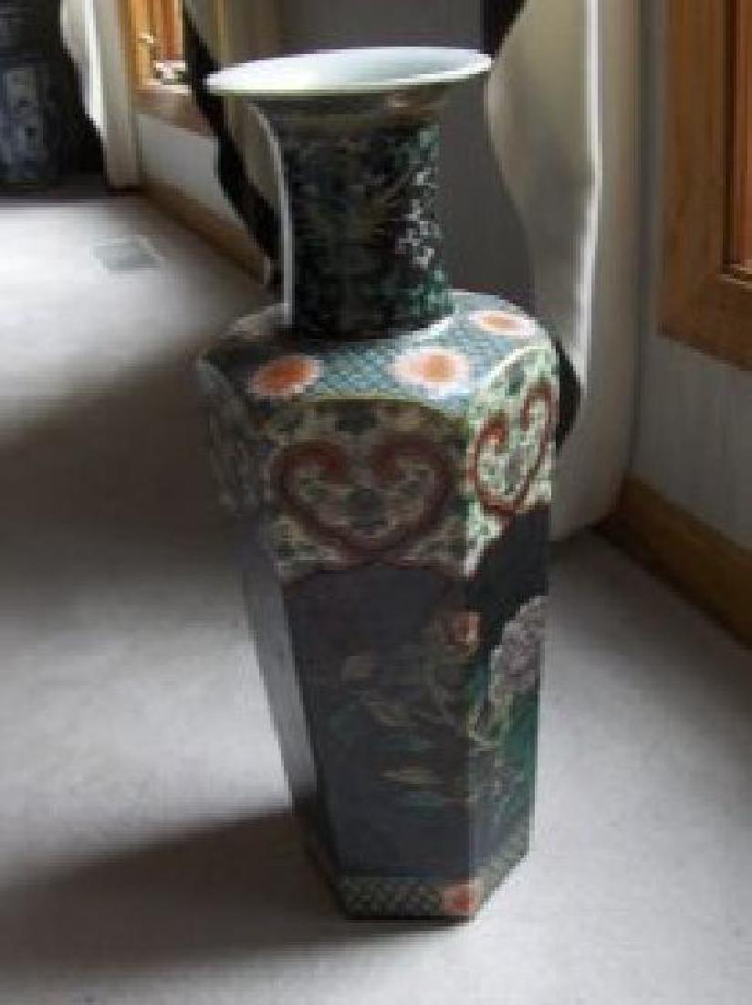 Chinese kangxi black vase.