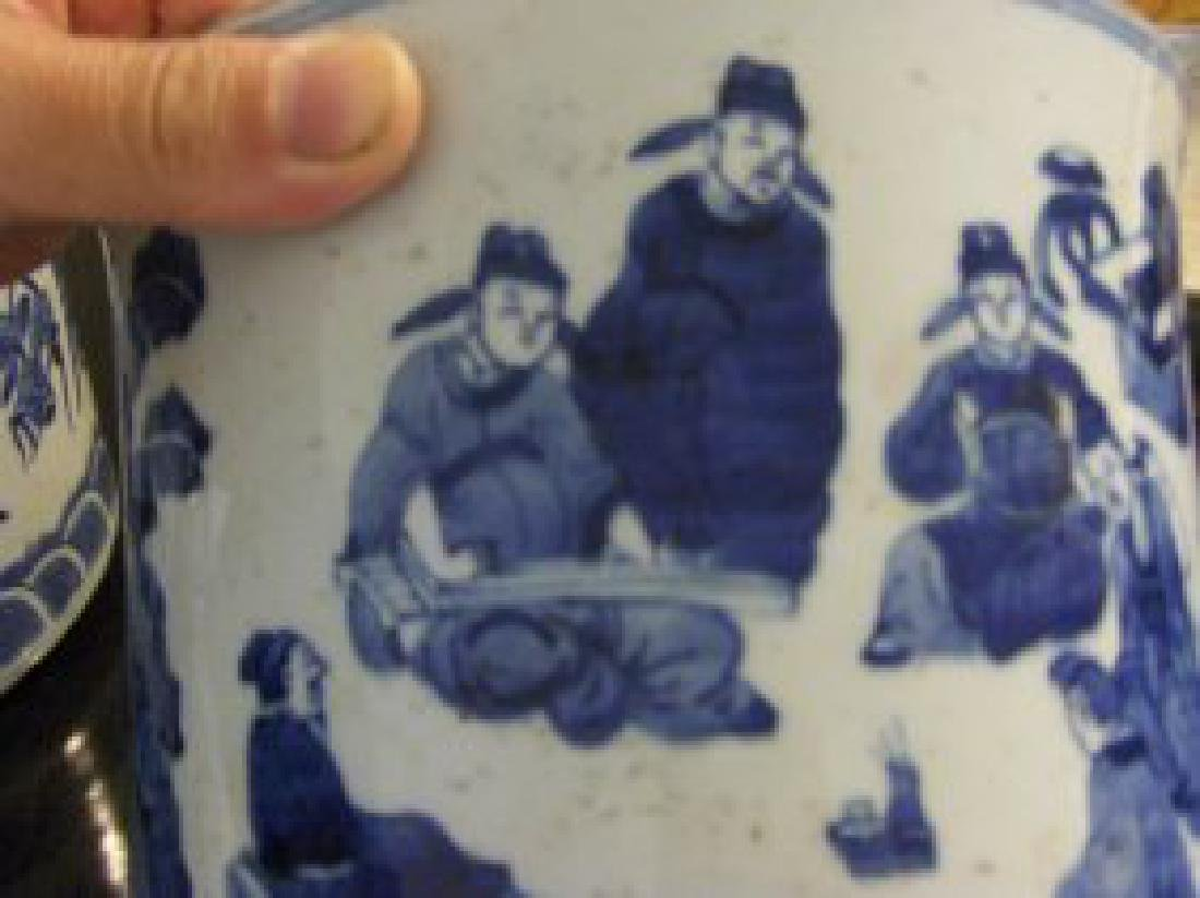 Chinese qing dyansty blue and white brush pot
