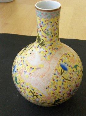 Chinese qing qianlong mark vase, but da.oguan likely