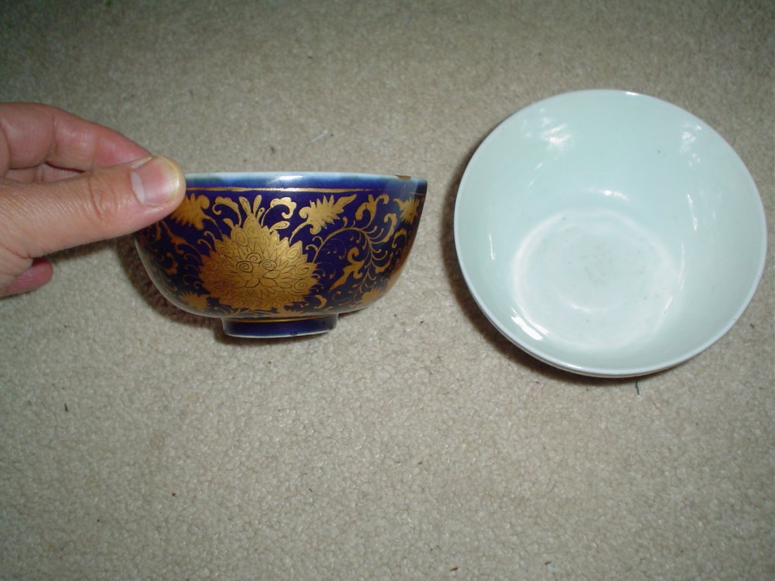 A pair of ming blue bowls, ming mark