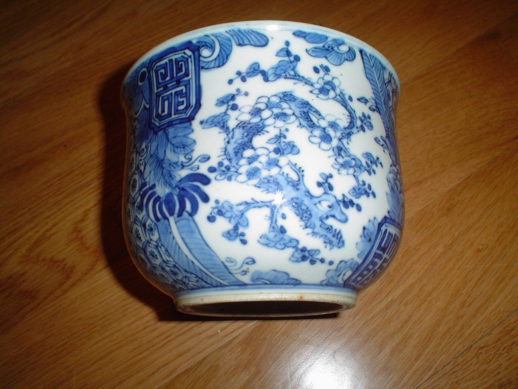 Chinese 18th century blue and white bowl. kangxi mark