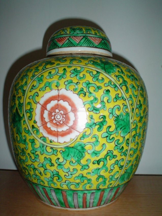 Chinese yellow jar, qing or eariler