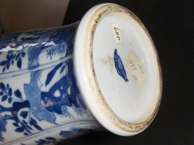 Chinese blue and white ear ring vase. - 2