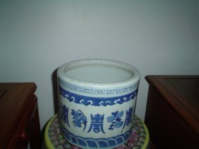 Chinese Qing Dynasty 18th Century Porcelain Pot