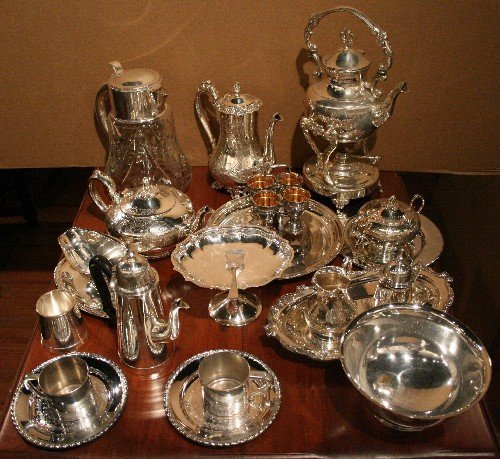 18: A Group of Silverplate Table Articles, Height of ta