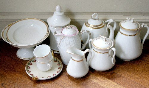 462: An Assembled Collection of Porcelain Serving Artic