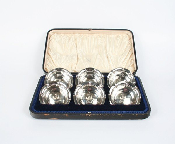 645: A Set of Twelve Victorian Silver Armorial Bowls, S