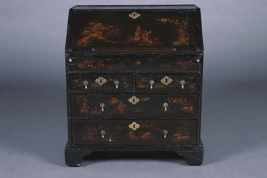 5: A Queen Anne Black Japanned Chinoiserie Decorated Di