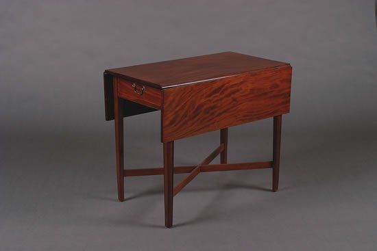 19: A Federal Mahogany Drop Leaf Table,
