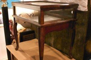 22: A Georgian Style Mahogany Vitrine Table, Bombay Com