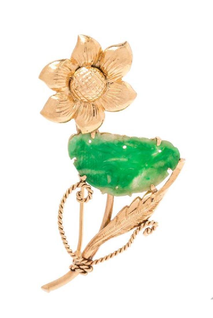 A 14 Karat Yellow Gold and Jadeite Jade Flower Motif