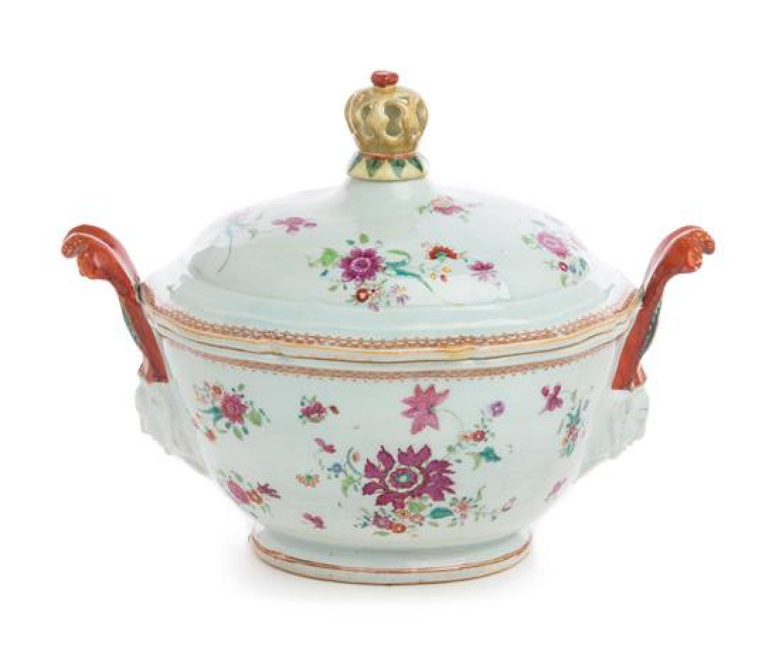 A Chinese Export Porcelain Oval Tureen with Cover