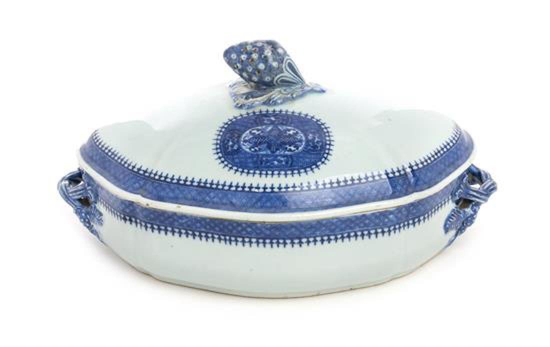 A Chinese Export Porcelain Covered Tureen