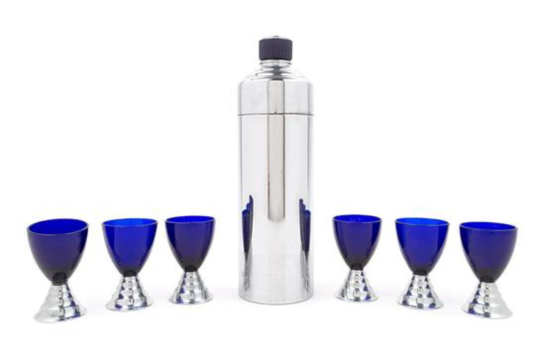 Art Deco, USA, 1930s, a cocktail shaker and 6 glasses