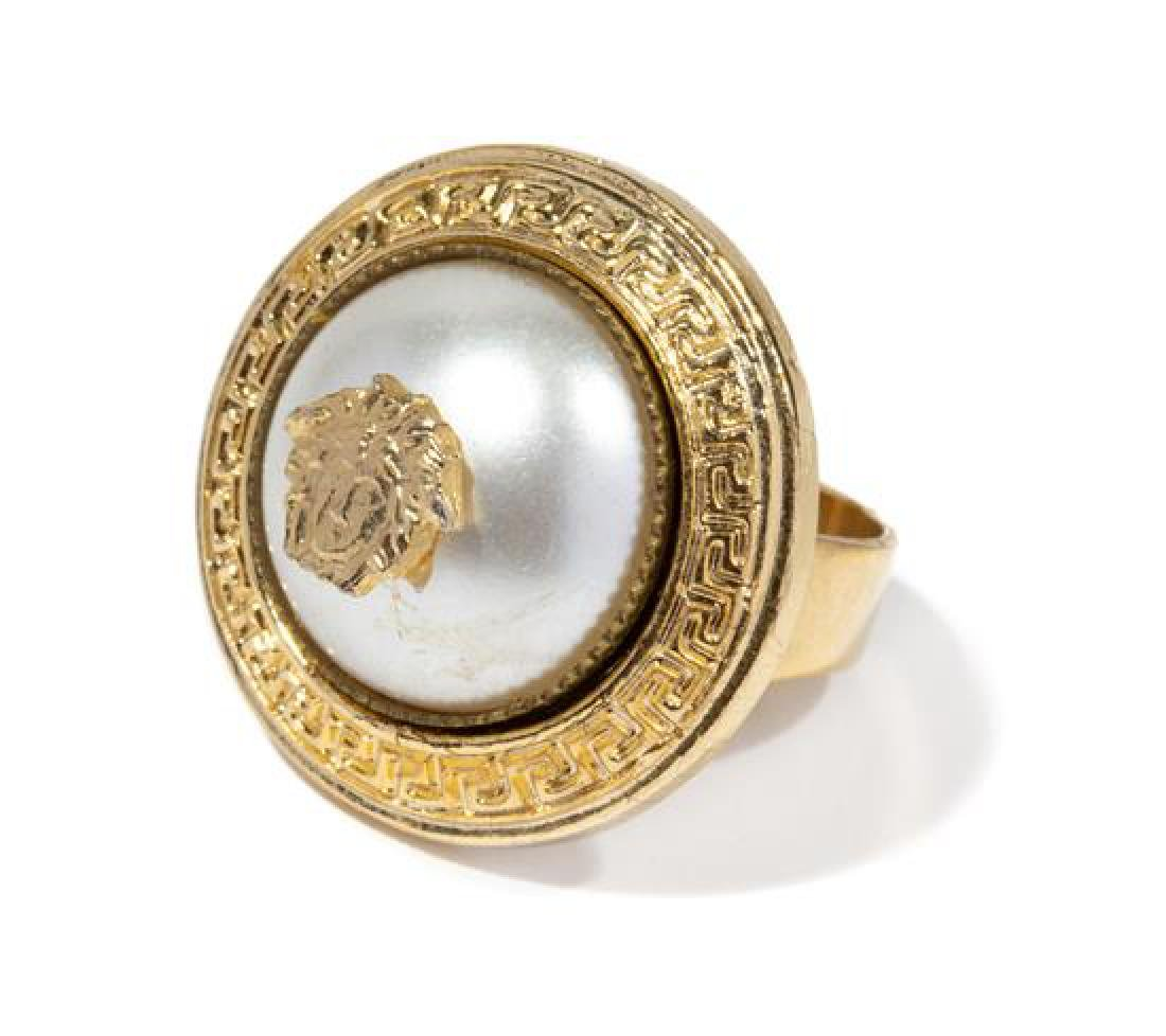 A Gianni Versace Faux Pearl Ring, Approximate