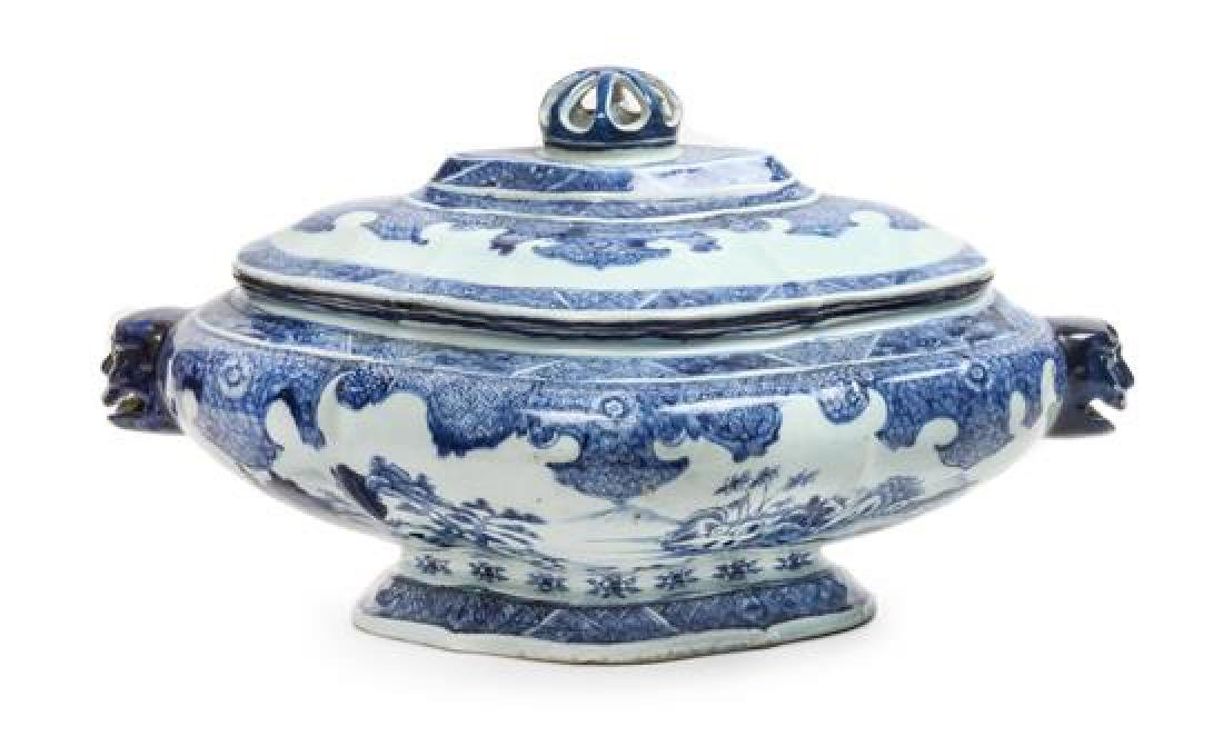 A Chinese Export Blue and White Porcelain Soup Tureen