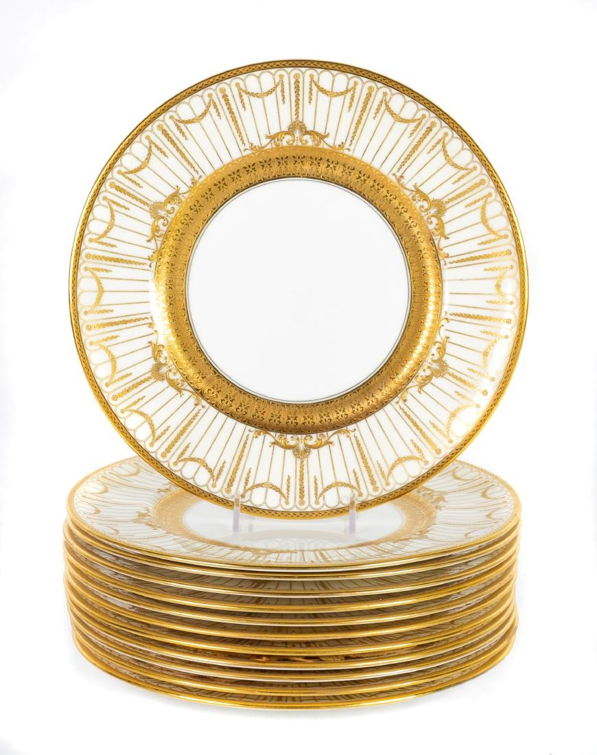 Twelve Royal Doulton Dinner Plates Diameter 10 1/4
