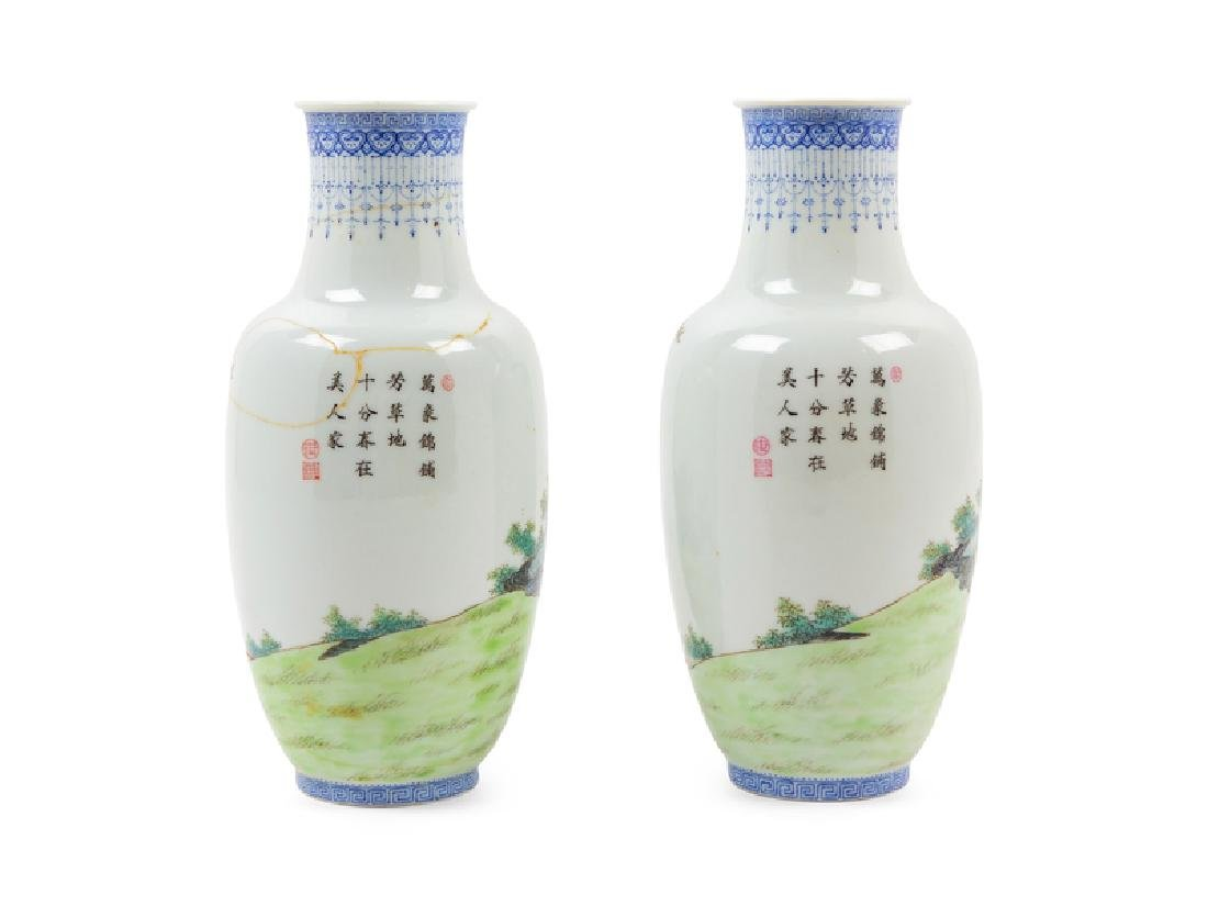 A Pair of Chinese Famille Rose Porcelain Vases 20TH