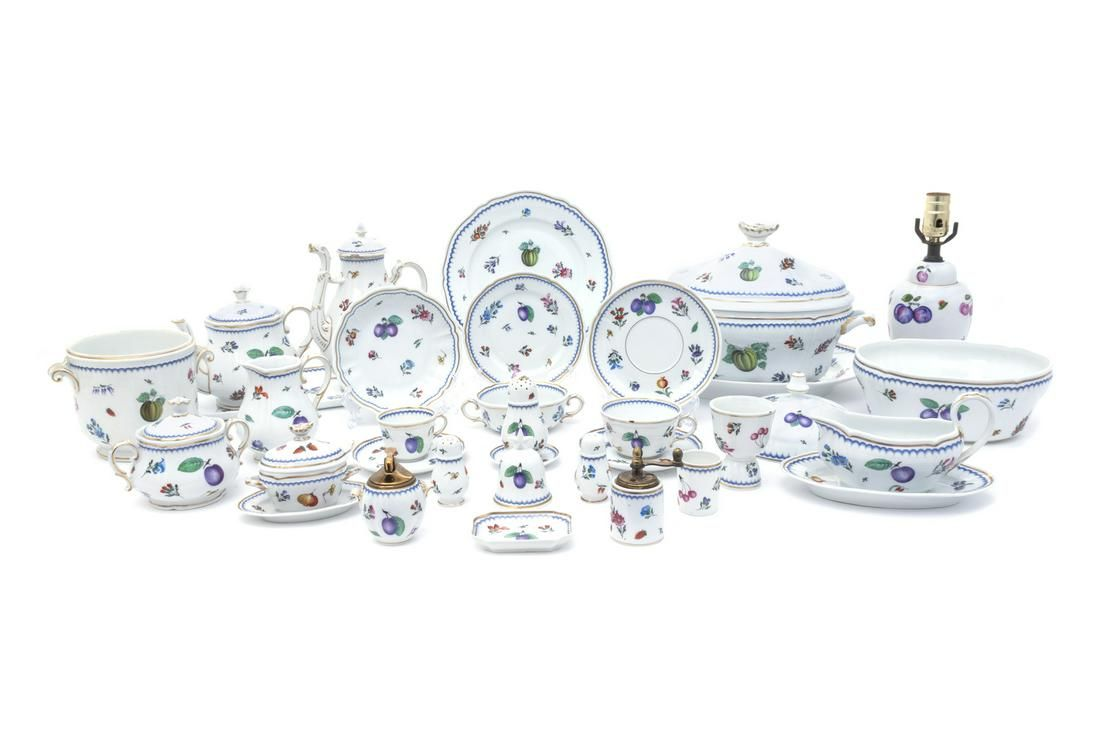 A Large Richard Ginori Porcelain Dinner Service 20TH