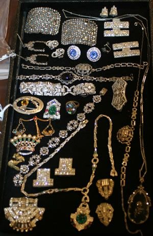1098: A Collection of Lady's Vintage Jewelry,