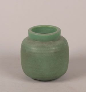 1266: A Teco Pottery Matte Green Vase Height 4 1/4 inch