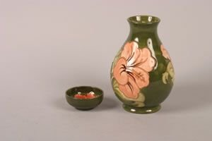 1278: A Moorcroft Pottery Vase, Height of Vase 7 3/4 in