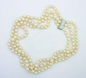 4: A Lady's Triple Strand Cultured Pearl Necklace, Leng