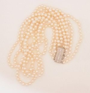 10: A Lady's Five Strand Cultured Pearl Necklace, Lengt