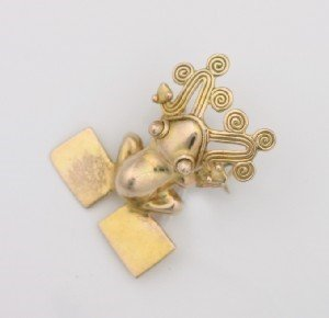 20: A Lady's Yellow Gold Pin,