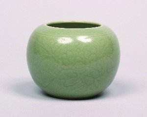 1147: A Chinese Incised Celadon Glazed Vase, Height 4 1