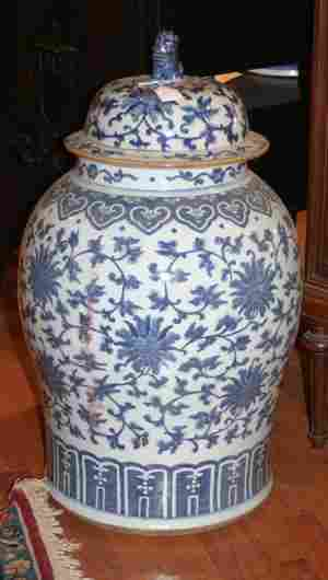 A Large Chinese Porcelain Blue and White Covered