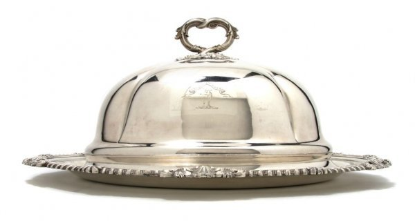 522: An English Silverplate Cloche and Tray, Width 18 i