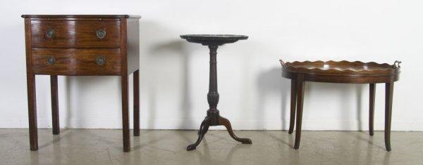 2: A Georgian Style Mahogany Tilt-Top Tea Table, Height