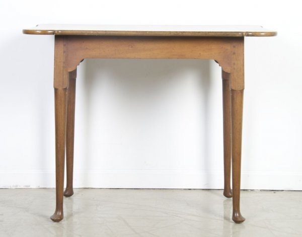 7: An American Queen Anne Style Table, Kittinger, Heigh