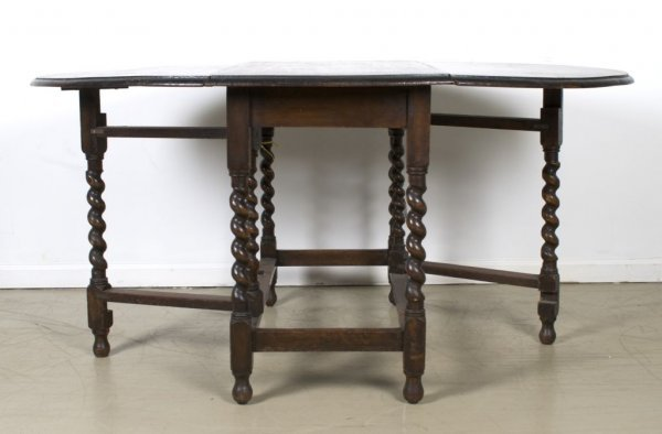 13: A William and Mary Style Gate-Leg Drop-Leaf Table,