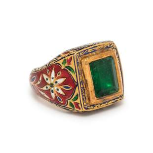 EMERALD AND POLYCHROME ENAMEL MUGHAL STYLE RING