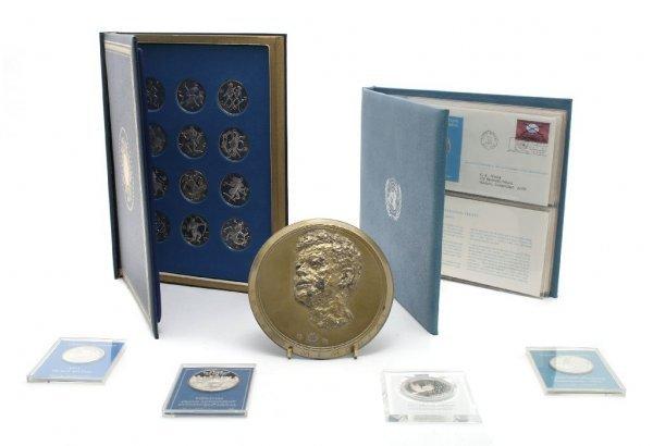 568: A Set of Twelve Franklin Mint Sterling Silver Meda