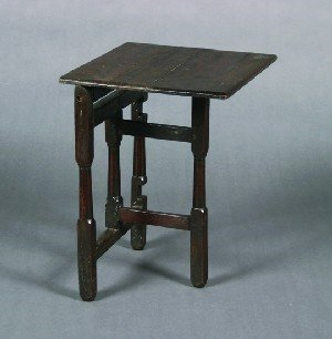 21: An English Oak Gate Leg Coaching Table, Height 23 x