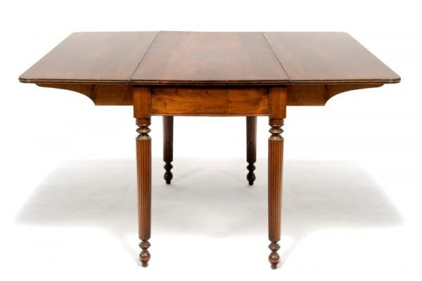 581: An American Mahogany Drop-Leaf Table, Height 30 1/