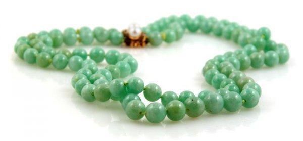 337: A 14 Karat Yellow Gold Green Jadeite Necklace,