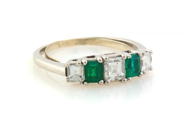 344: A Platinum, Diamond and Emerald Ring, 2.70 dwts.