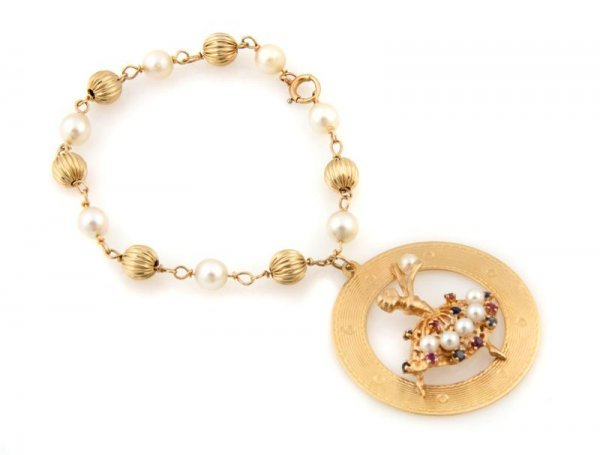 347: A 14 Karat Yellow Gold and Cultured Pearl Bracelet