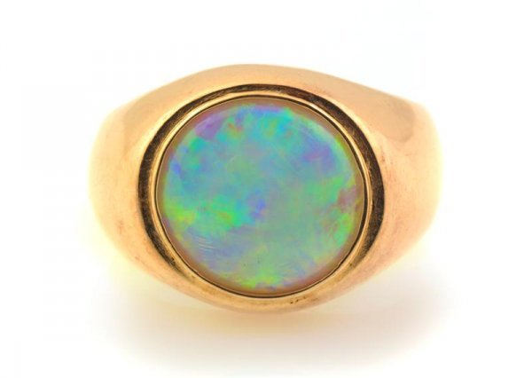 517: A 14 Karat Yellow Gold and Opal Ring, 13.60 dwts.